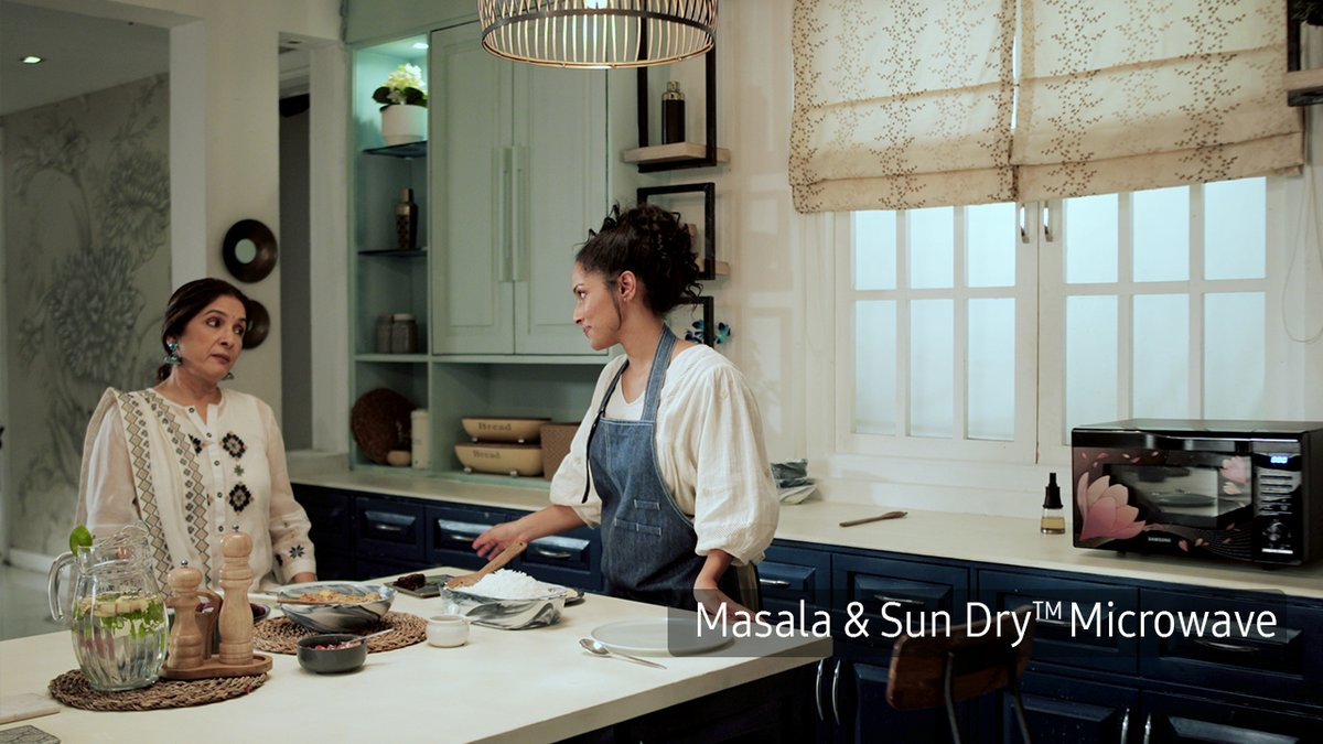 .@MasabaG uses her new #Samsung Masala & Sun DryTM microwave to whip up an impressive 3-course meal for her mom. How impressed does that leave @Neenagupta001? Find out!  @SamsungIndia | #MasalaAndSunDry #Microwave  👉https://t.co/yXlbh17vOv https://t.co/JCPHGWAQuG