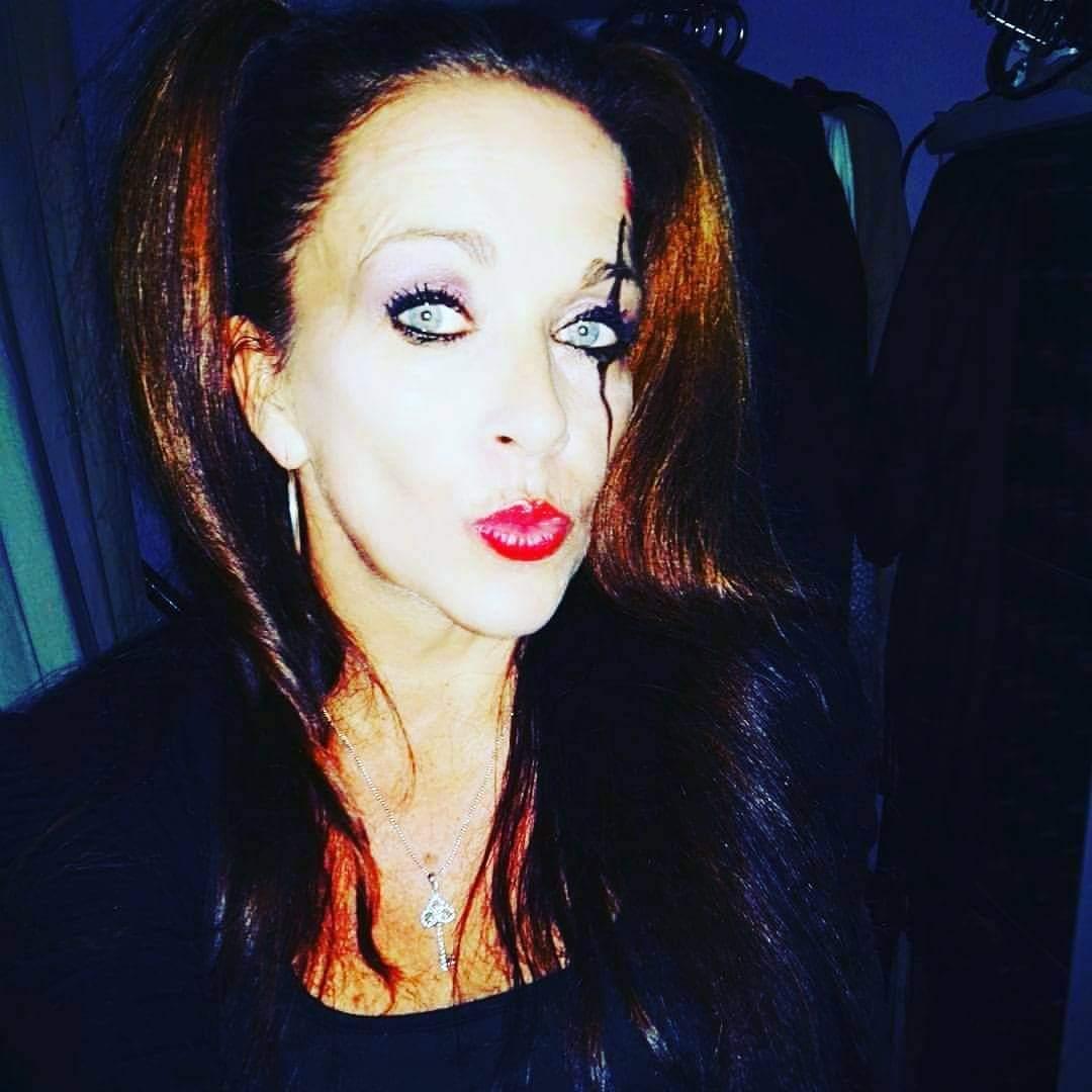 Happy Halloween 👻🎃🦇 lisabrunet.com #sexy #Dutch #porn #book #column #eroticpictures #writer #food #Fresh