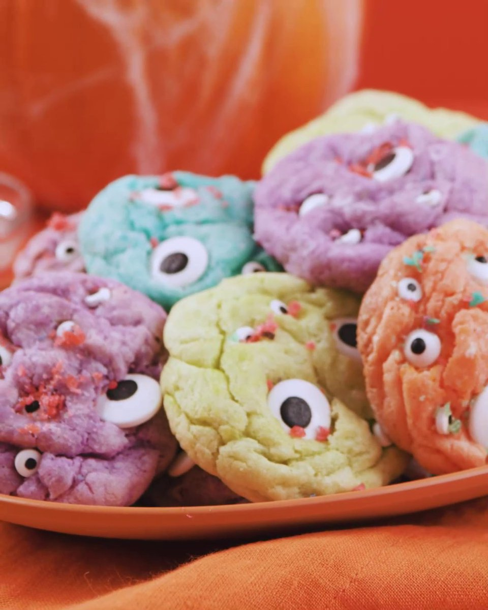 We have the perfect spooky recipe to add to your Halloween treats, a Monster Cookie Surprise! Get all the ingredients for a price that's lower than low. Find the recipe in the link below! 🍪🧡 #Halloween