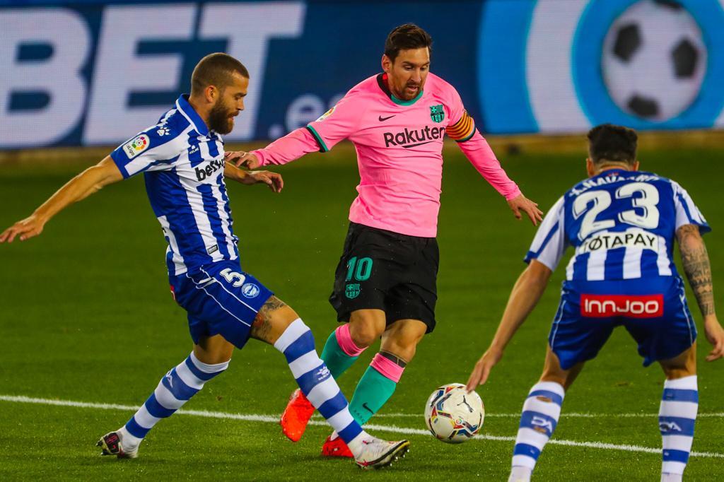 برشلونة يقع في فخ التعادل أمام ديبورتيفو ألافيس ويواصل الانحدار