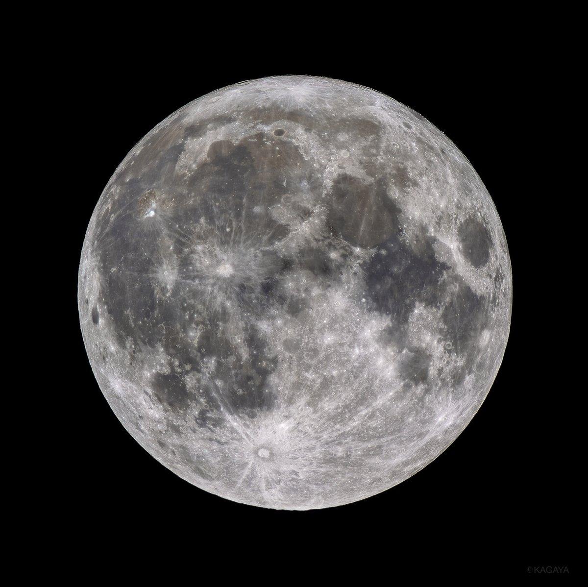 あまりにきれいだったので今夜の満月をもう一度撮影しました。