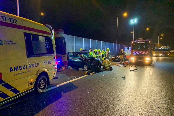 Verbindingsweg A20 afgesloten na ongeval bij Kethelplein https://t.co/GnTR9mjgfm https://t.co/mpo3K2rGCV