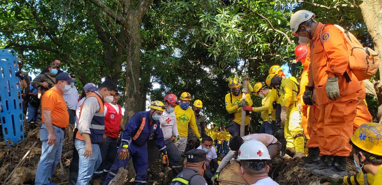 Confirman novena muerte por deslave en caserío de Nejapa