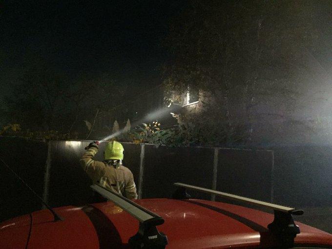 Brand op bovenverdieping woning in HoekvanHolland. Brandweer was snel tp. https://t.co/y144UZoVVh