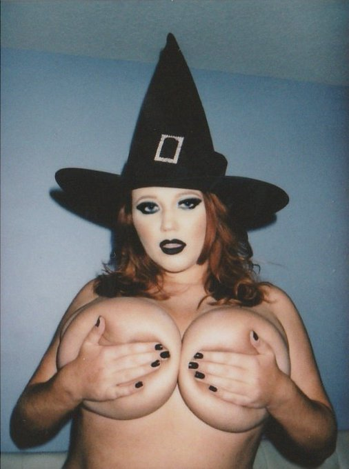 Happy Halloween Witches 🖤🔪🕸🦇 #Halloween2020 https://t.co/bUfElLa4hY