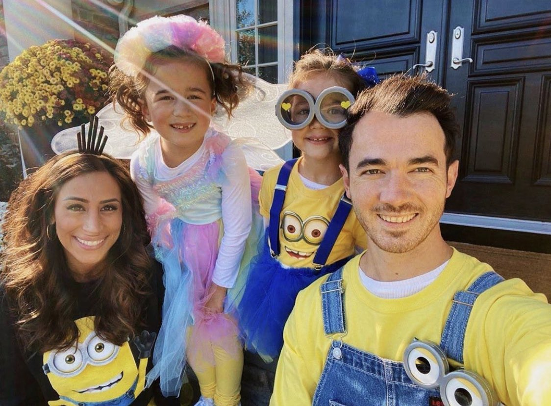 Love this crew. 2 minions, a rainbow light up fairy, and a minion fairy. I'll take it. Happy Halloween everyone stay safe!