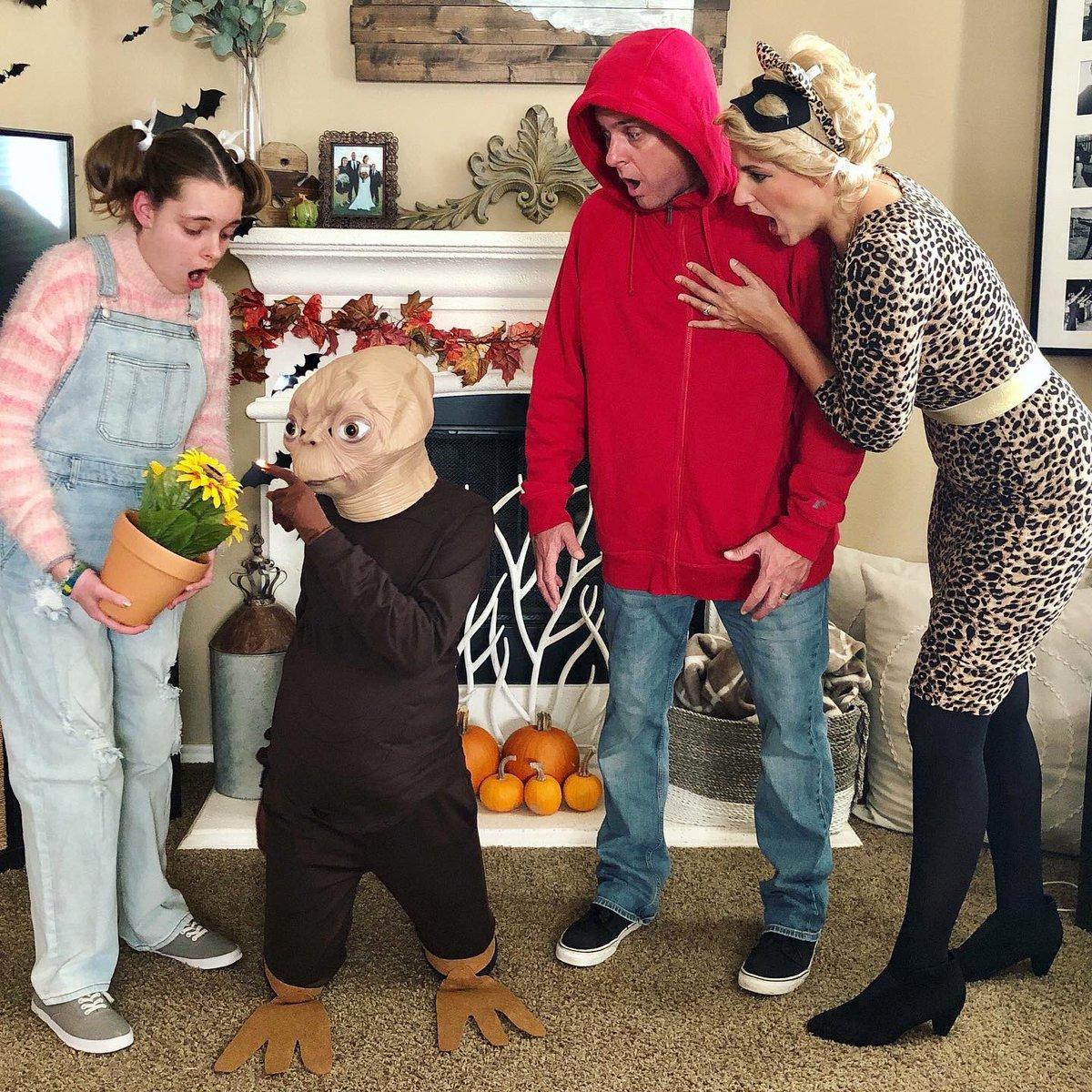 Happy Halloween! 🎃 #familycostume #halloween2020 #ettheextraterrestrial #family
