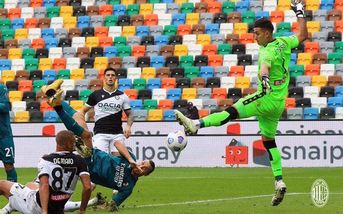 Gol salto Zlatan Ibrahimovic ke gawang Udinese, Minggu (1/11/2020)