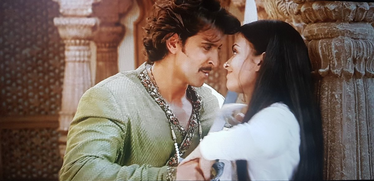 The naughty playfulness 🔥 #JodhaaAkbar #HrithikRoshan #AishwaryaRai