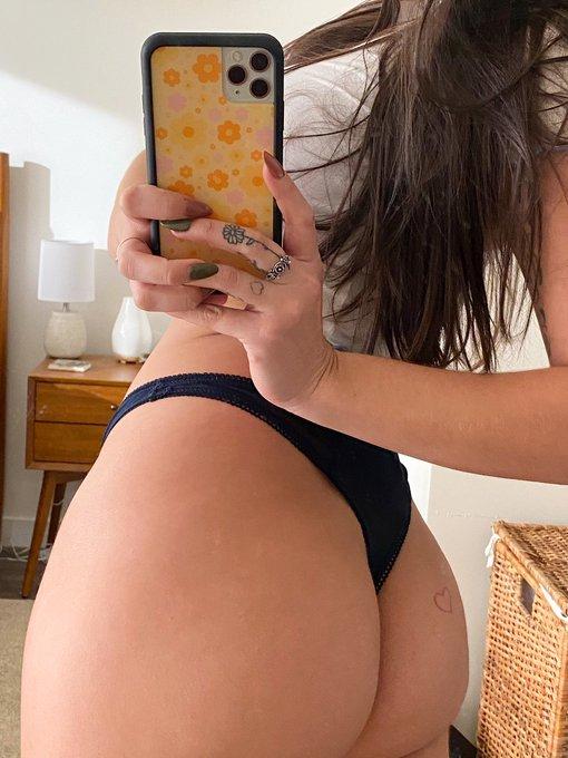 1 pic. mirror girl https://t.co/9NOttPVKsm