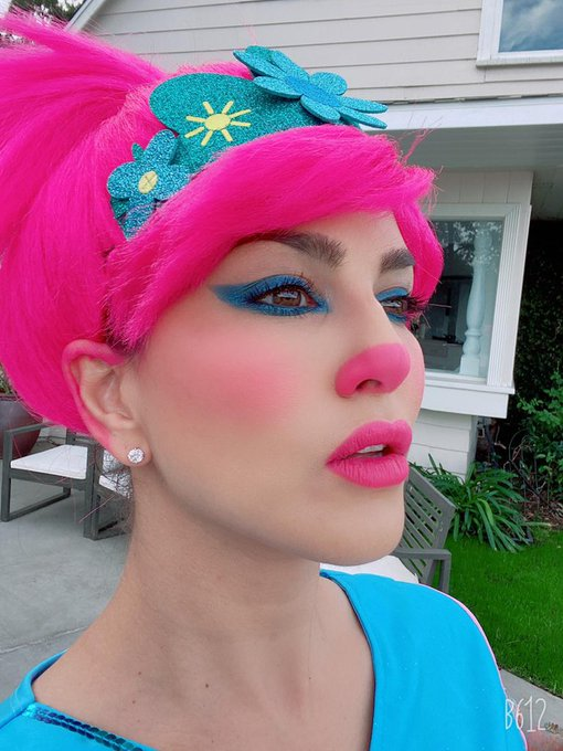 2 pic. Created this #Halloween look with @starstruckbysl cosmetics  Hydrating Primer Translucent Hd loose
