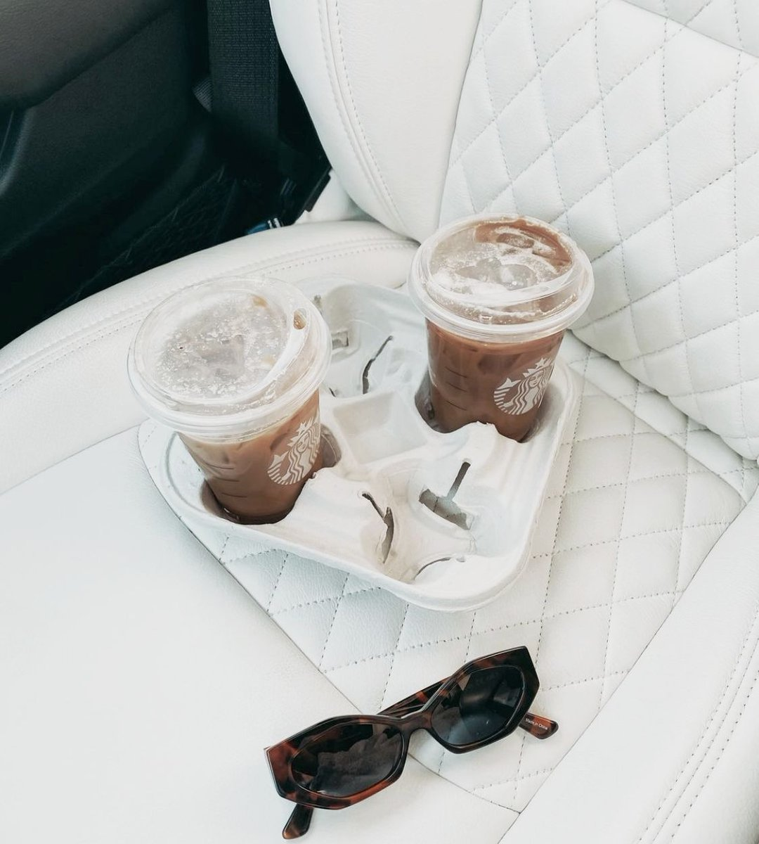 It's Monday - be as bold and daring as @gretzieparth 😮  #whiteleather #diamondstitching #butfirstcoffee #loveyourdrive #becauseclothsucks #leatherisbetter #katzkin #katzkinleather #customleather #custominterior #craftedleather #artisanalleather #carinterior https://t.co/CNfSnNsVeO