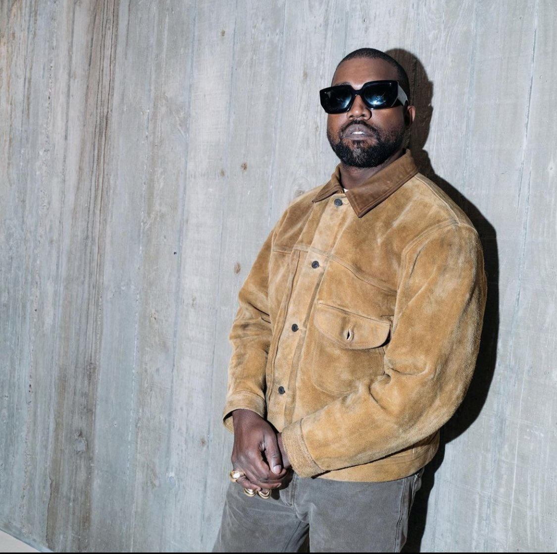 I'm voting for Kanye West for Favorite Artist - Contemporary Inspirational at the #AMAs https://t.co/C1wxh32p6H
