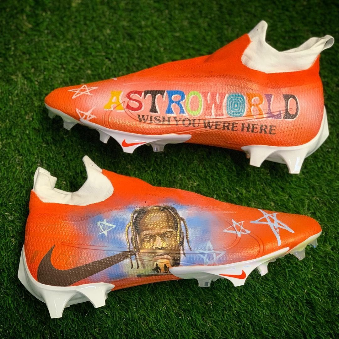 Cleveland Browns WR Jarvis Landry is back at it again with the custom Astroworld cleats 🎡  🎨: @MACHE275