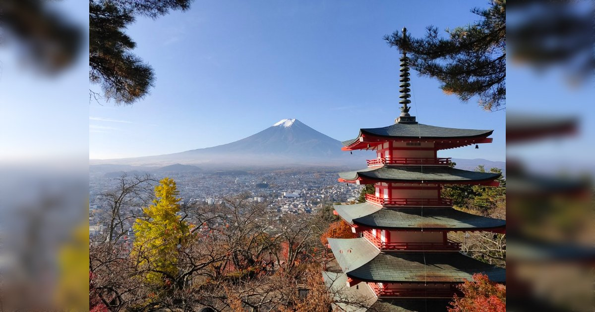 富士山と京都の合成みたいに見えるけど、富士吉田にある実際の風景だそうです。富士吉田にこんなところがあるなんて全然知らんかった。/Googleで『Japan』と画像検索すると出てくるこの景色に実際に行ってきた「ここは日本ではなく