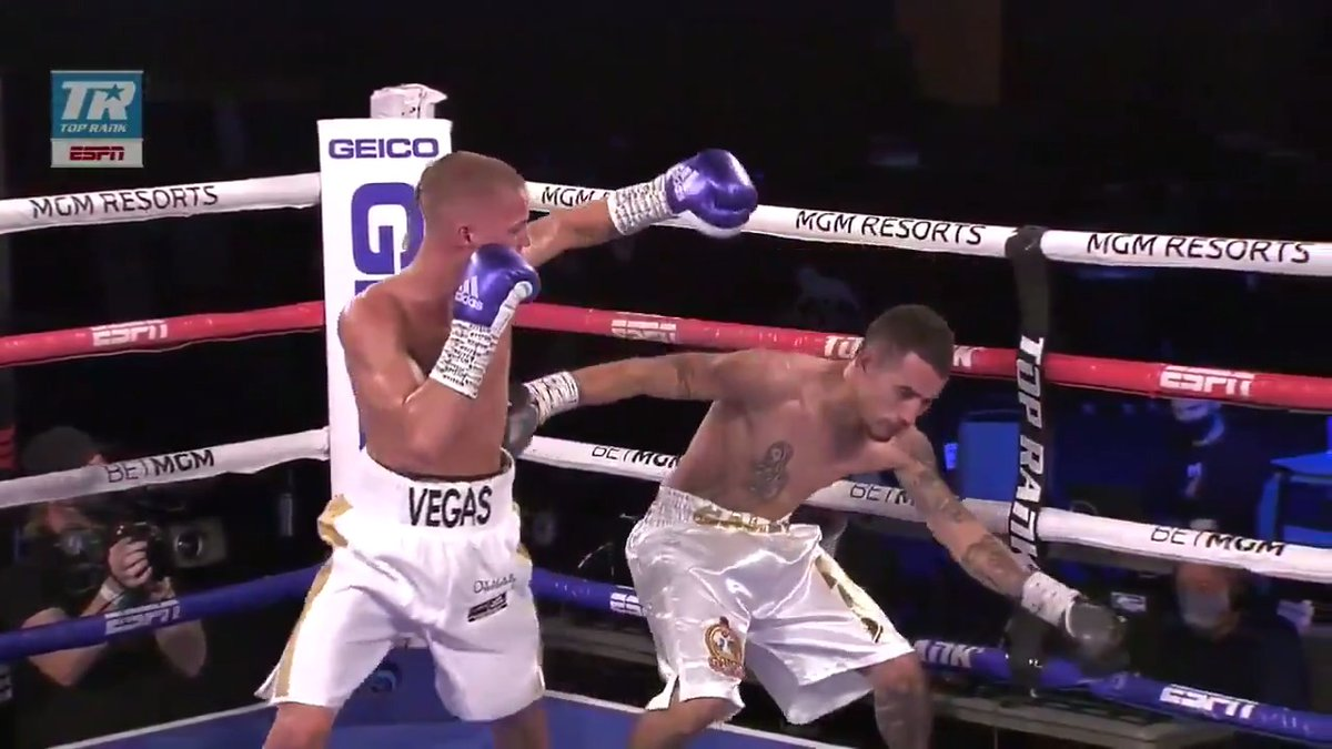 🇦🇺 18 year old Vegas Larfield drops Flores twice before the referee stopped the bout in the 3rd round!  Superb performance from the Australian with an exciting future ahead 💥  🎥: @trboxing   #CrawfordBrook  https://t.co/3yK8QDAkNu
