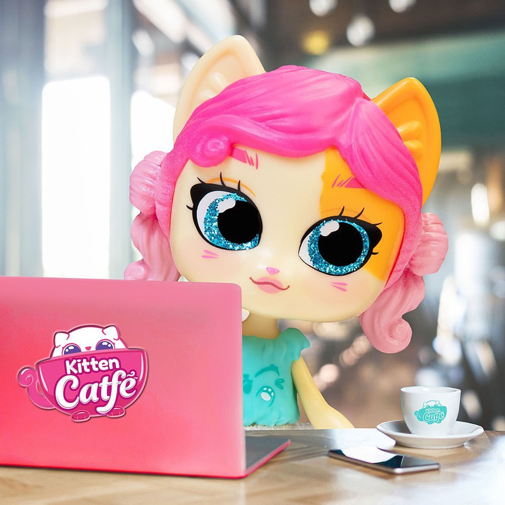 Any book lovers out there? Honey Tea Tea is spending her morning at the #KittenCatfe working on her mystery novel!😸  #Collectibles