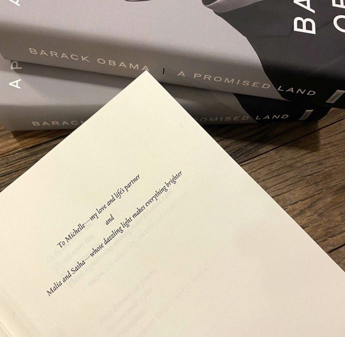 Hemos leído y visto el documental de #MichelleObama: #IamBecoming; a partir del jueves será el turno de #BarackObama: #APromisedLand 📖 ¿Quién va a querer leerlo?   #bookclub #cómplicesclubdelectura
