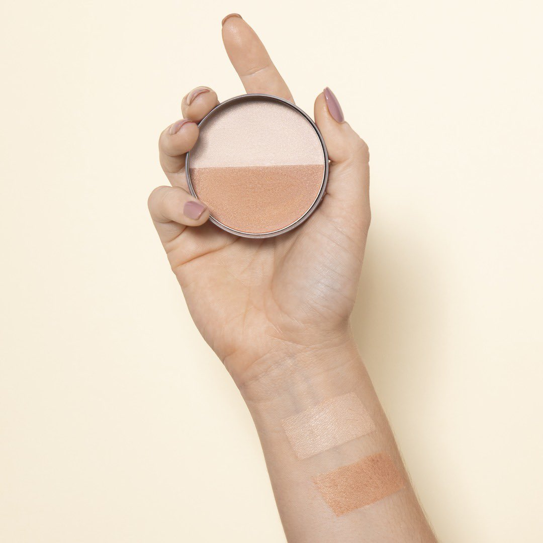 Dust Glistening Glow Bronzing Powder for luminous skin. Swirl the shimmering pressed powder on the highest parts of your face to accentuate your cheek bones, bridge of your nose and your collar bones. Shop Online, in-store or via home delivery call +917042004412 #TBSInd #Bronze