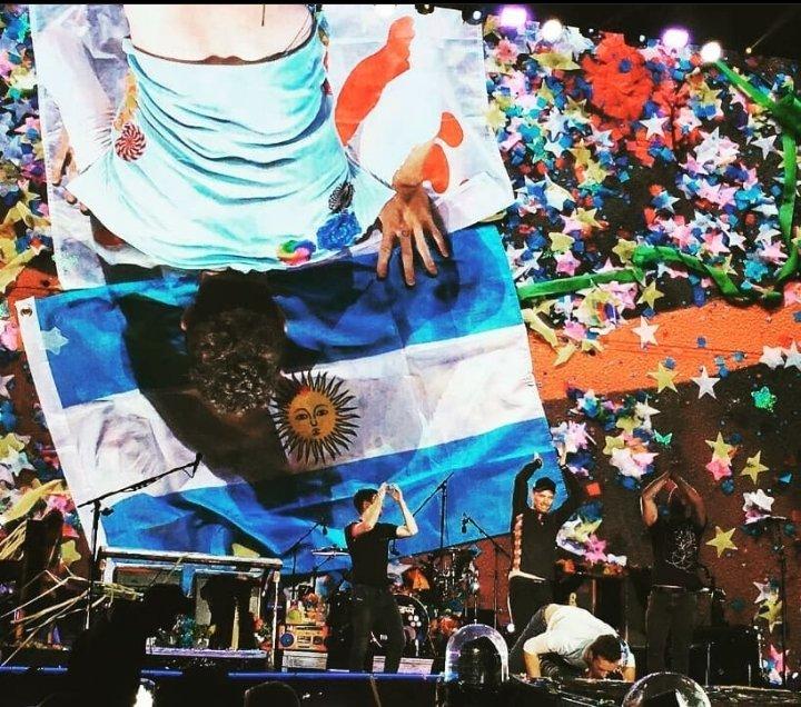 @coldplay 15/11/2017 Argentina #AHFODtour Noche única. Imposible soltar😍 Vuelvan, los necesitamos...