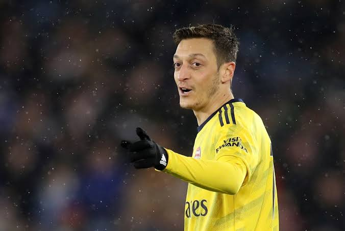 Day 474:  Hey @MesutOzil1088 please follow me today... You deserve better idolo .. Please follow me before my birthday king 👑 5 days for my birthday Mesut Abi ! (Tag him below plz)