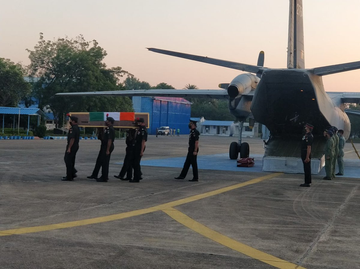 Mortal remains of   Nk S B Rameshrao received at #Nagpur.  The brave soldier made supreme sacrifice in unprovoked cease  fire violation by #Pakistan at #Gurez  Sector on 13 Nov 20. Deepest condolence to the bereaved family.  #SouthernCommandSalutesBraveHeart @adgpi https://t.co/JfY1W1jdxU