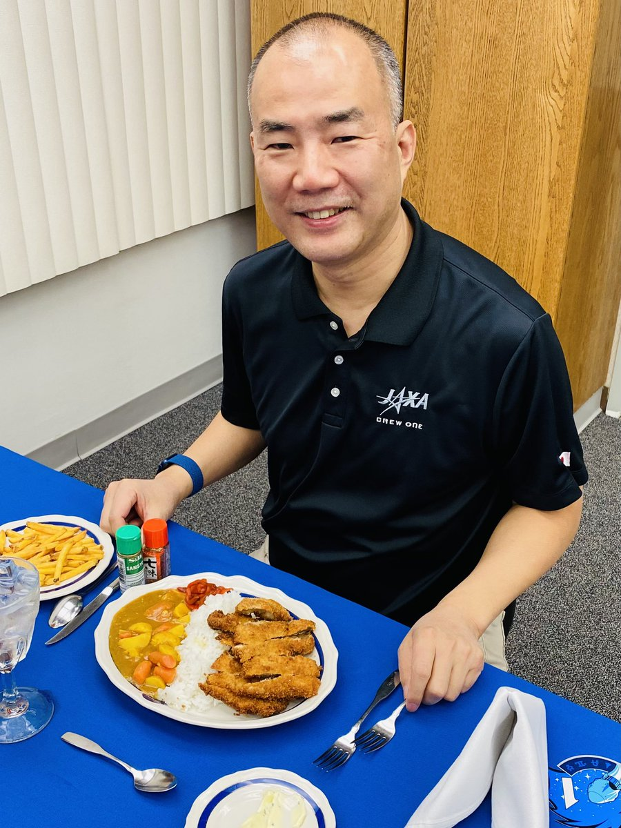 launch day tradition: big thanks for #NASA food team for curry rice on departure breakfast! #SpaceX #crew1 launch is tonight at 19:27 EST, 0927JST. 宇宙に行く前の食事はカツカレー! https://t.co/JgfMnF7Xza