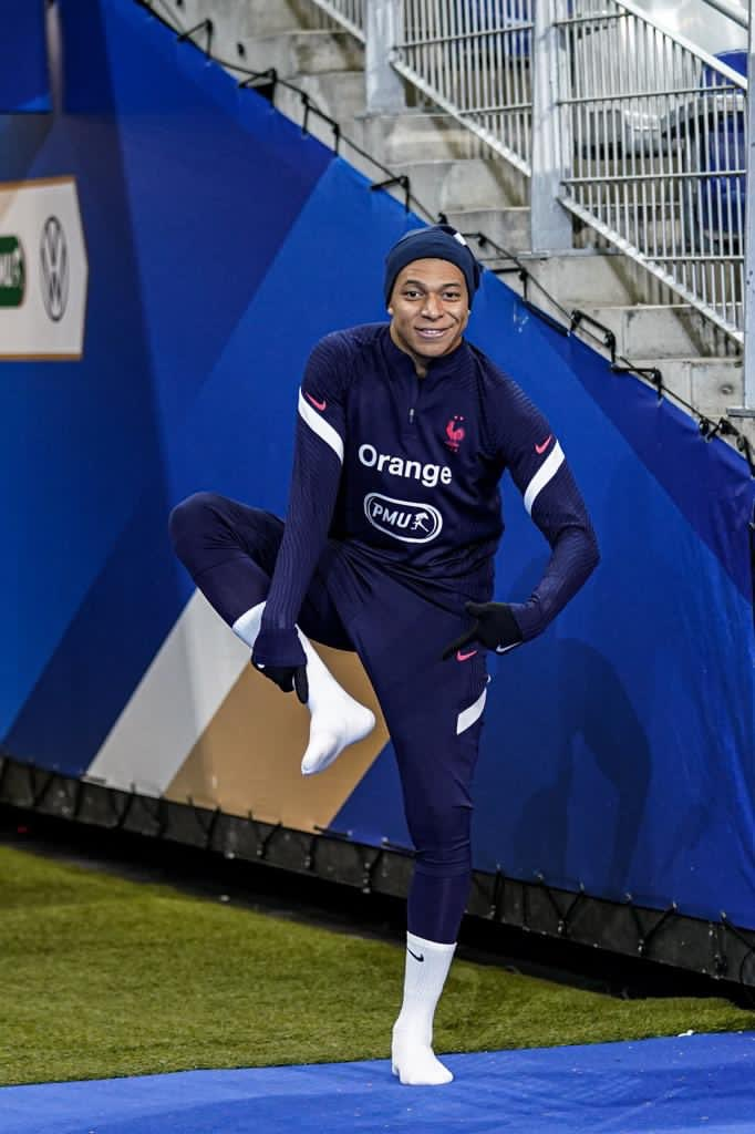 Back with the team...🇫🇷👐🏽