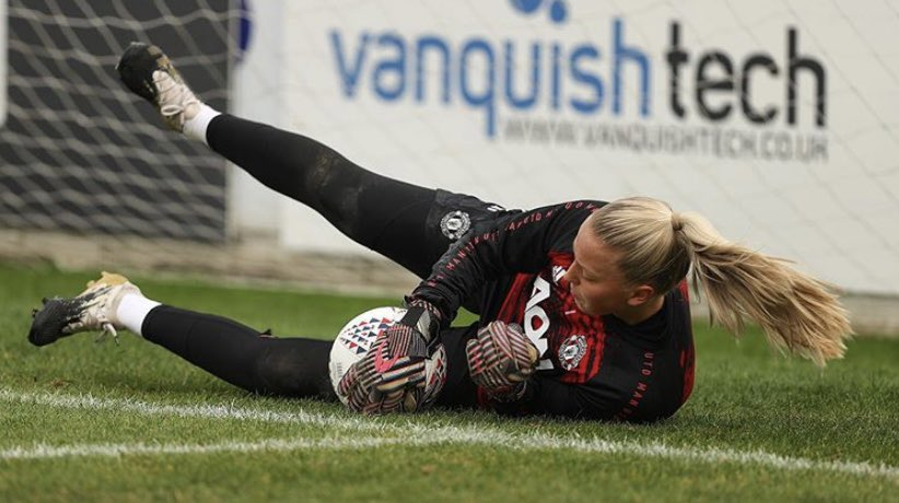 Manchester United keeper Emily Ramsey, wearing HO SOCCER SUPREMO DAZZLE in training  @emilyjramsey #emilyramsey #hosoccer #hosocceruk #goalkeeper #goalkeepertraining #dazzle