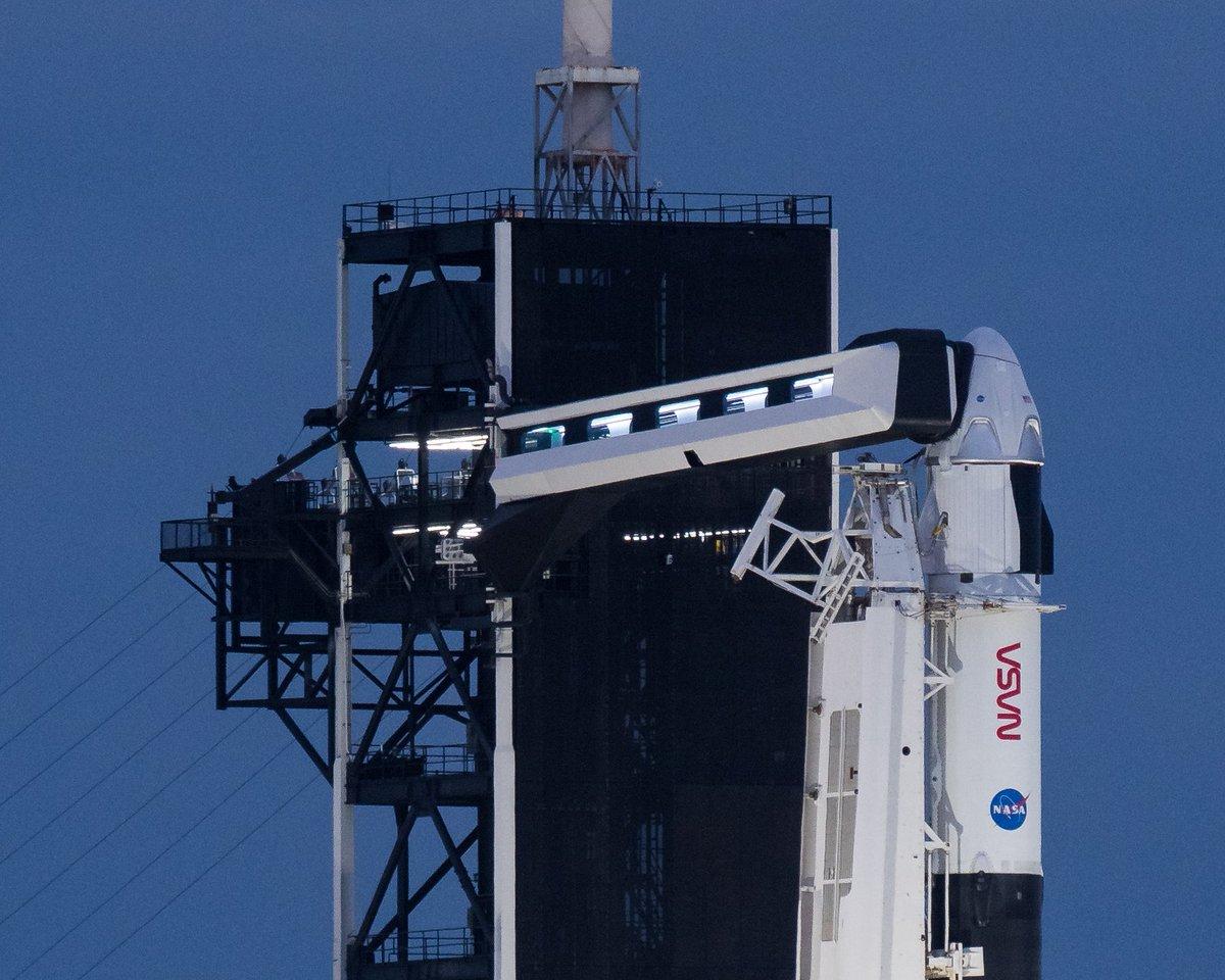 Faltan menos de 60 minutos para el despegue de la misión #Crew1 de la @NASA y @SpaceX, en el primer vuelo operacional con tripulación de la compañía aeroespacial.    Los astronautas están ya en la cápsula #CrewDragon.   📺 SÍGUELO EN VIVO: https://t.co/ukSjoYoTYE https://t.co/PhZXzUxF20