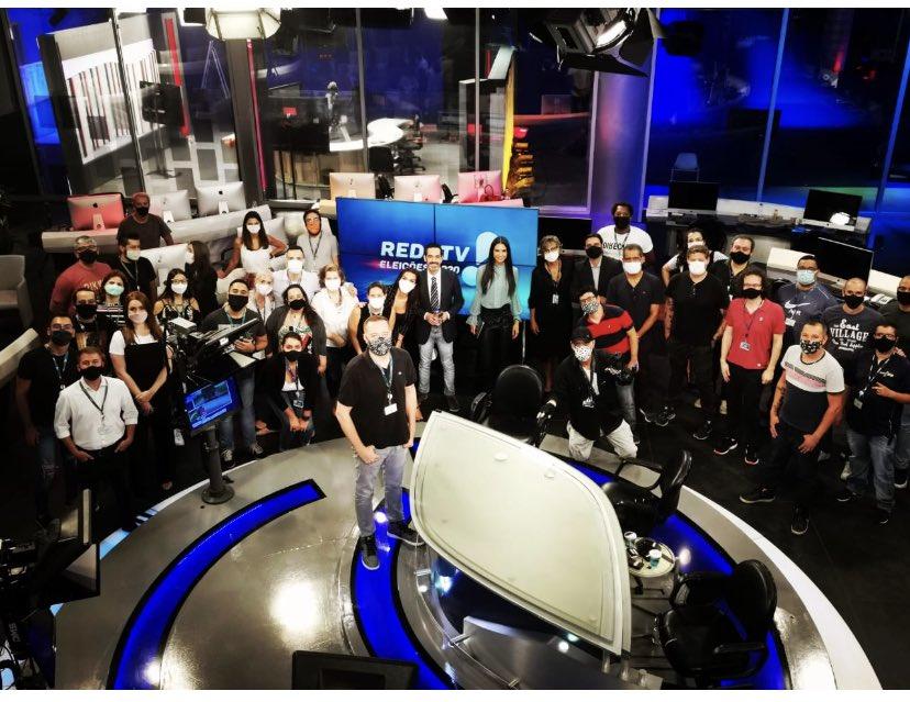 Show de bola, parabéns ao time de jornalismo da @RedeTV realizando uma excelente cobertura das eleições !!