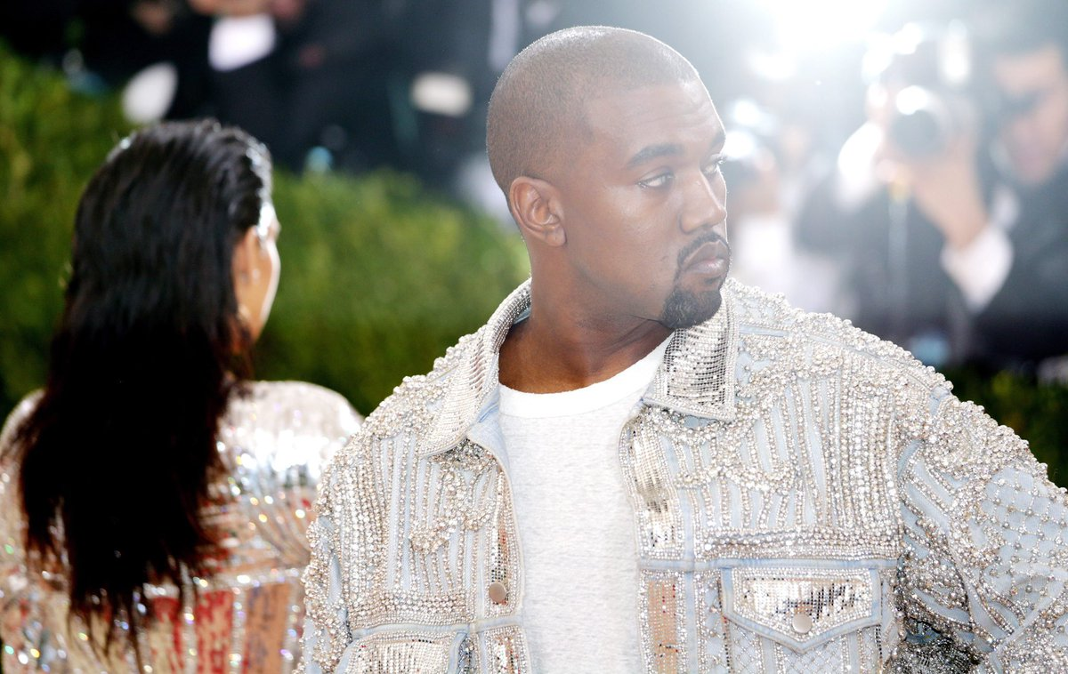 RT TO VOTE!  I'm voting for Kanye West for Favorite Artist - Contemporary Inspirational at the #AMAs https://t.co/YJOYWCdAKL