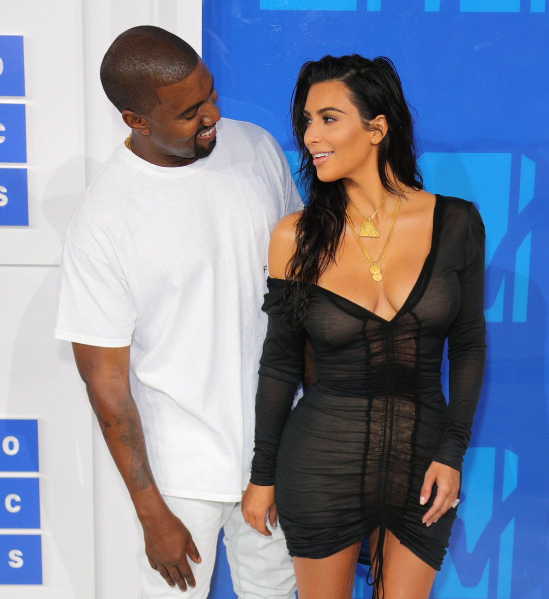 RT TO VOTE!  I'm voting for Kanye West for Favorite Artist - Contemporary Inspirational at the #AMAs https://t.co/csvM4wT1e0