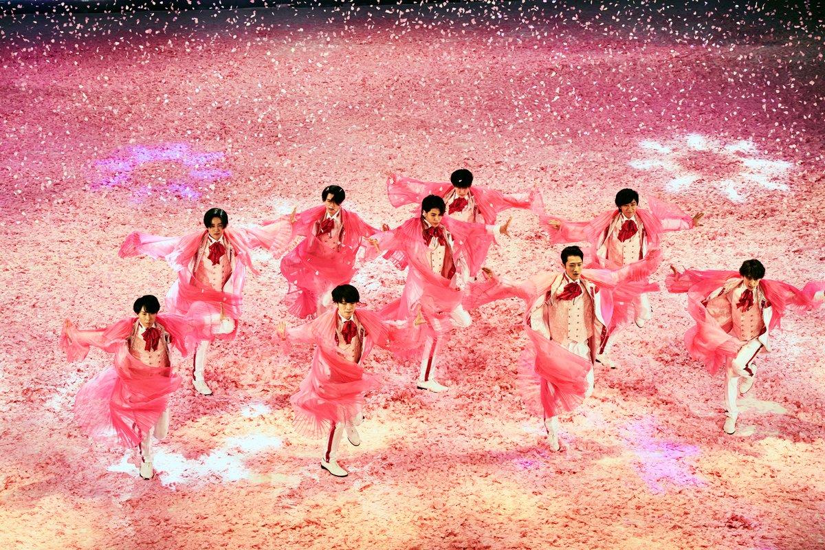 演者として、振付担当として、 これまで様々な形で滝沢歌舞伎に関わってきた #五関晃一 さんよりコメントが到着㊗️   「(#SnowMan は)凄いパワーや迫力を持っている子たち」コメントはこちら  movies.shochiku.co.jp/takizawakabuki…  五関さんが振付を担当された 「#ひらりと桜」の場面写真も初解禁‼