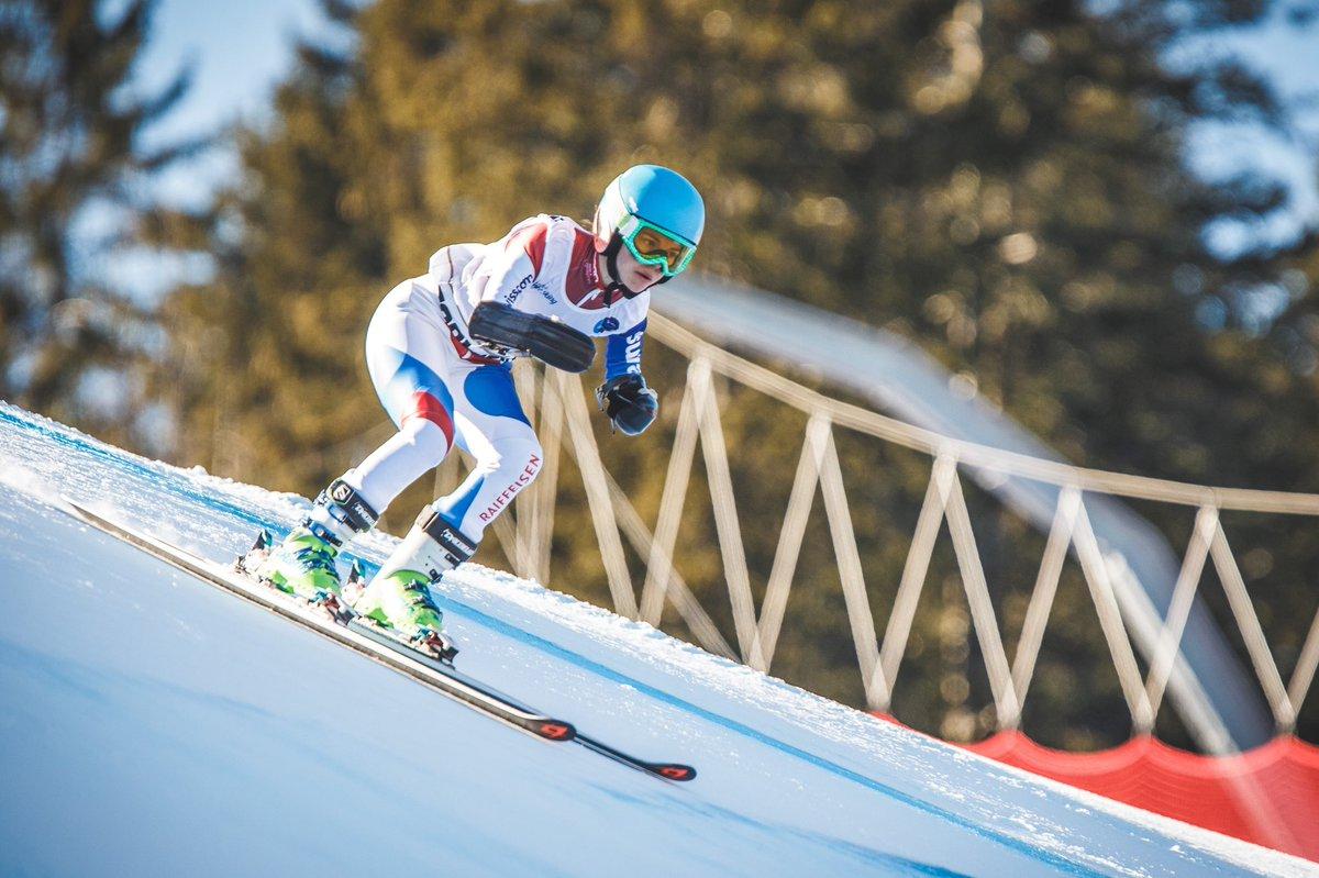 In einem Monat starten die 🇨🇭 Para-Skifahrer*innen beim #Europcacup in St. Moritz in die Wettkampfsaison - leider ohne Zuschauer. Swiss Paralympic freut sich, dass @Raiffeisen_CH die Sportler*innen in den kommenden 2 Jahren bei EMs und WMs weiterhin unterstützt. #togetherstronger https://t.co/aNzsHAbzLP
