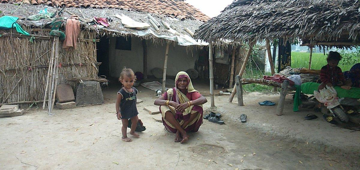 @Karan_Gilhotra यूपी जिला मिर्ज़ापुर के थाना मड़िहान ग्राम करौदा नाम विजेंद्र कुमार पिता स्व लोकनाथ मां विधवा है यह व्यक्ति बहुत गरीब है मजदूरी करते है घर नहीं है इनके पास पानी का साधन नहीं है घर जाने के लिए रास्ता भी नहीं है बहुत जल्द से जल्द सुविधा देने का कृपा से m.8853707375
