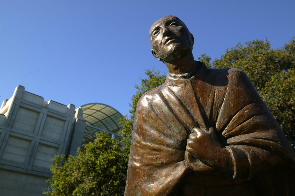 This week, @LoyolaMarymount is celebrating #Ignatian Heritage Week, with several tributes to the #Jesuit Martyrs of El Salvador. Learn more:  #JesuitEducated