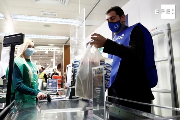 #EFEfotos | @IkerCasillas apadrina la campaña de recogida del Banco de Alimentos.   ¿Echas una mano? Hazlo aquí ➡️  #GranRecogidadeAlimentos2020   👉   📸 Mariscal