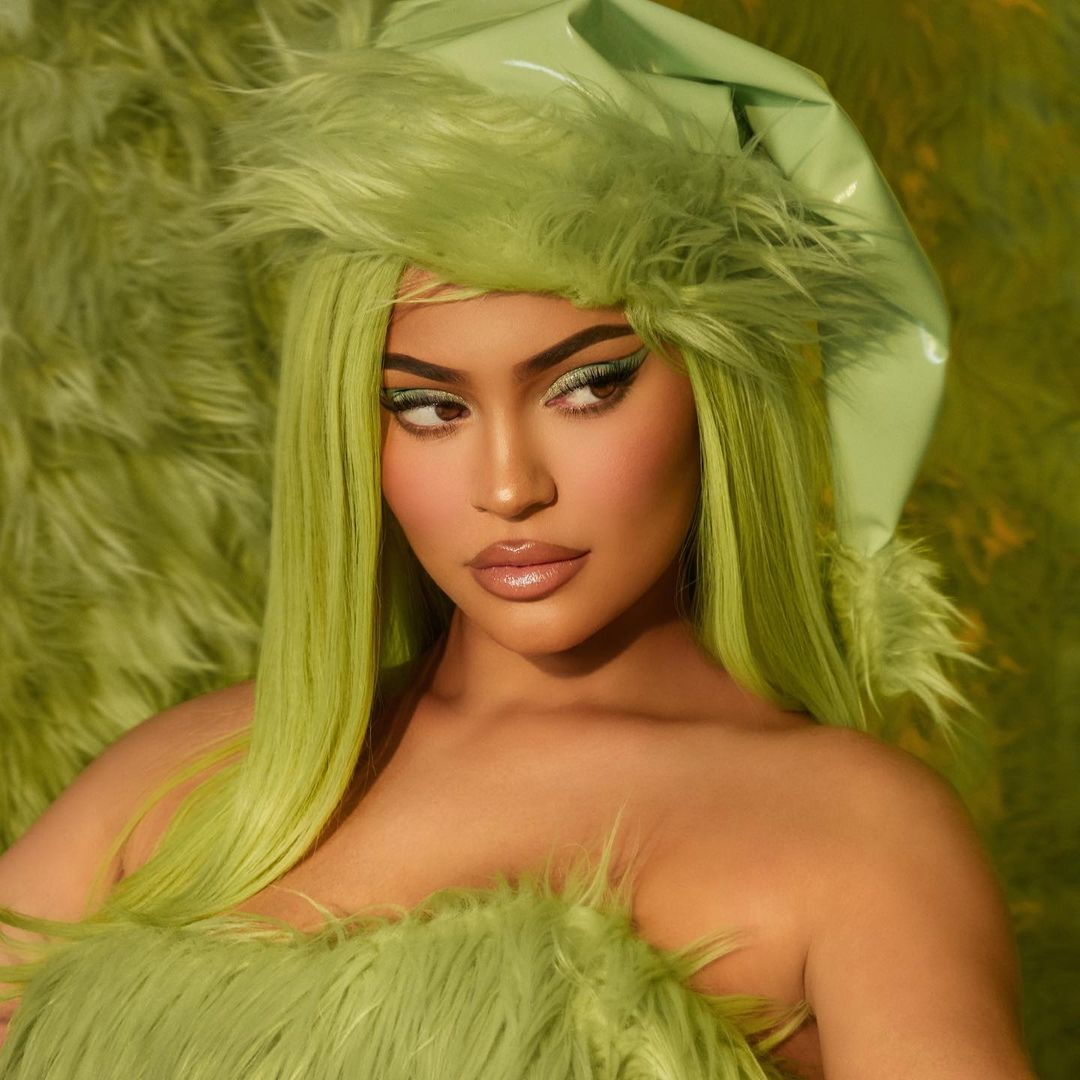 kylie stole christmas 💚 the GRINCH X KYLIE collection launches THIS THURSDAY 11.19 just in time for the holidays. @kyliecosmetics