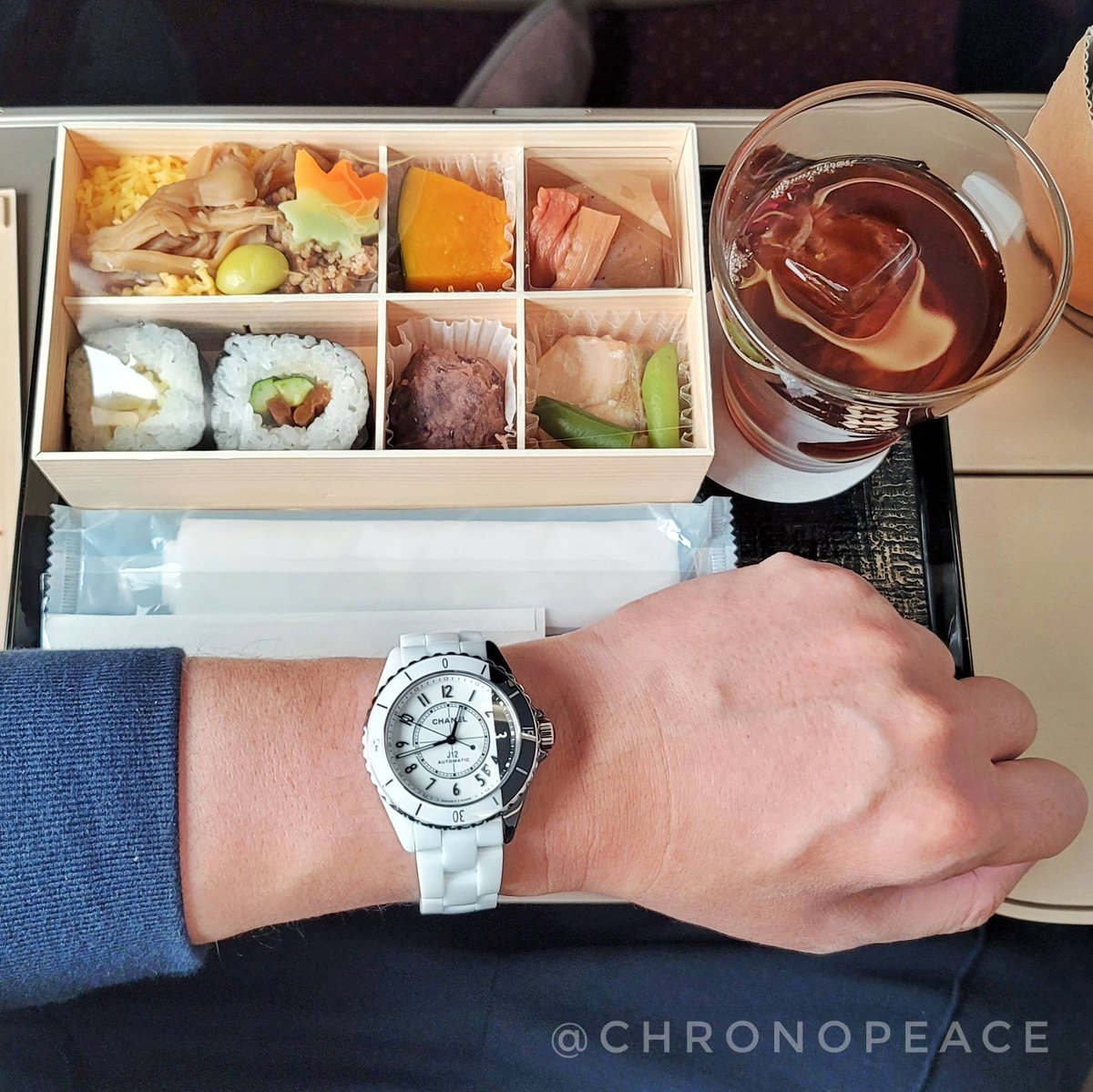 初のグランクラス搭乗! First time in a GranClass seat!  #Chanel #chanelwatches #chanelwatch #chanelj12 #chanelj12paradoxe #j12paradoxe #シャネル #シャネル時計 #シャネル腕時計 #シャネルj12 #シャネルj12パラドックス #wristshot #wristshots #リストショット #j12パラドックス