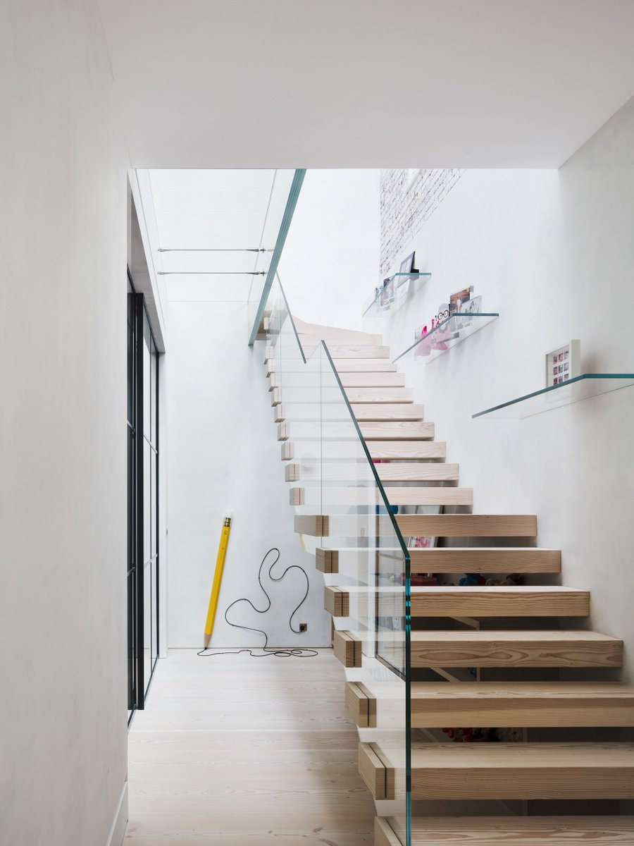 There are many ways for #architects to utilise #glassbalustradedesigns from externally to #internalglazing  More about balustrades >>> https://t.co/ipSviWpQfz https://t.co/H6wMriLj2G
