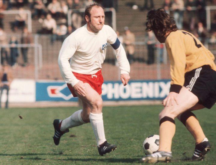 """Antonio Ubilla в Twitter: """"5 noviembre 1936 nace en Hamburgo el gran  delantero Uwe Seeler, en Hamburgo SV jugó 518 partidos y marcó 416 goles,  jugó 4 mundiales, con Alemania 72 partidos"""