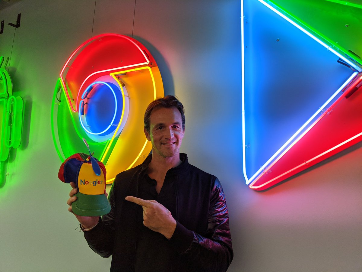1 year ago I became a Noogler, today I'm feeling like a @Google r ! Thank you @LorraineTwohill & @lockheimer ~ my incredible team & colleagues for all the support and guidance in what has been one of the most challenging but fulfilling of years. Bring on the next ! #Google