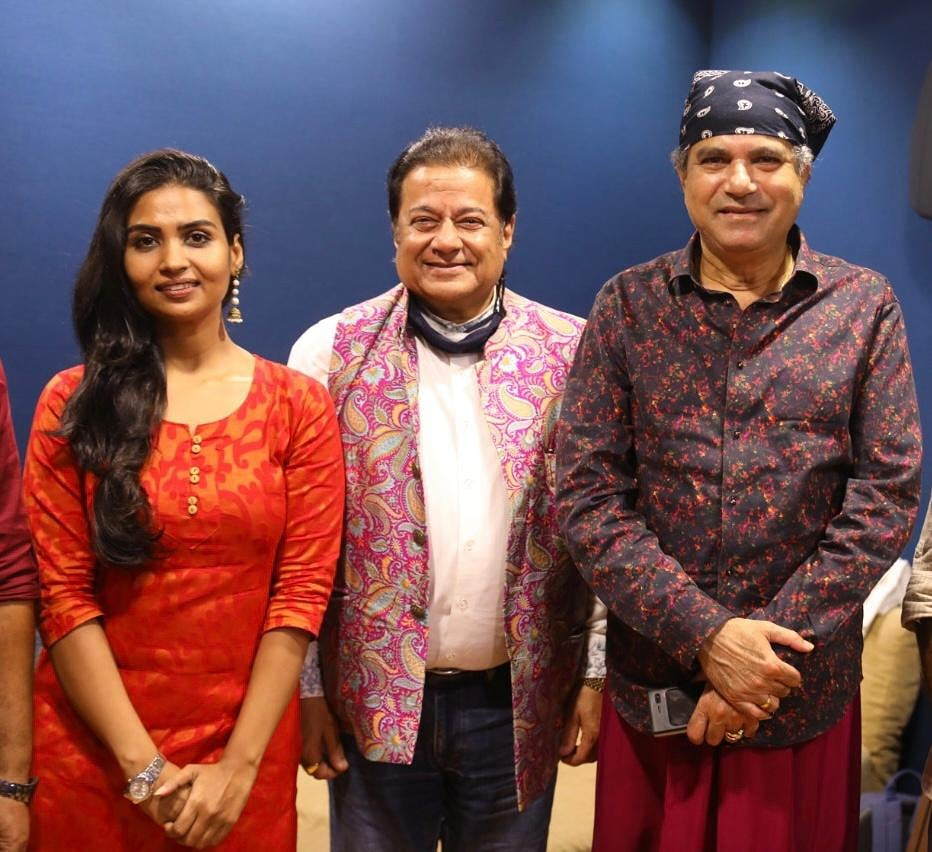 Diwali is just around the corner. So with this theme in mind, recorded a beautiful song with very talented singer Leena Bose.  @SURESHWADKAR ji came to bless the project🎶🙏  #deepavali2020 #diwali #celebration #LeenaBose #AnupJalota #SureshWadkar #HappyDiwali