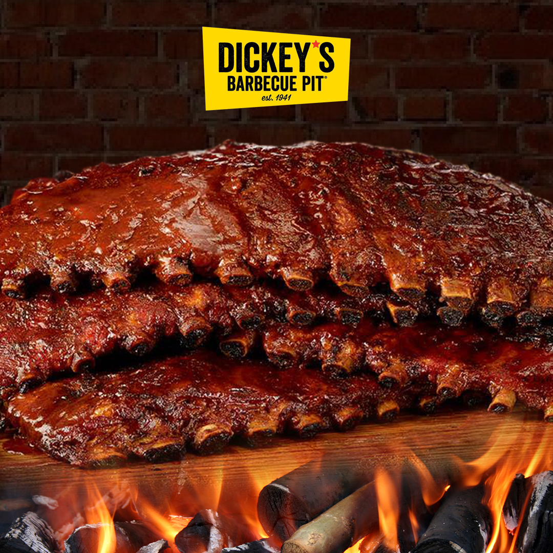 Who else is craving for this oozing, juicy Dickey's ribs?  #chicagofoodscene #chicagofood #choosechicago #eaterchi #chicagofoodauthority #Chicgaobbq #Buzzfeedfood #chicagofoodie #dickysbbq #Bbq  #bbqlife #riblife #ribfest https://t.co/M5Km1B2VnT