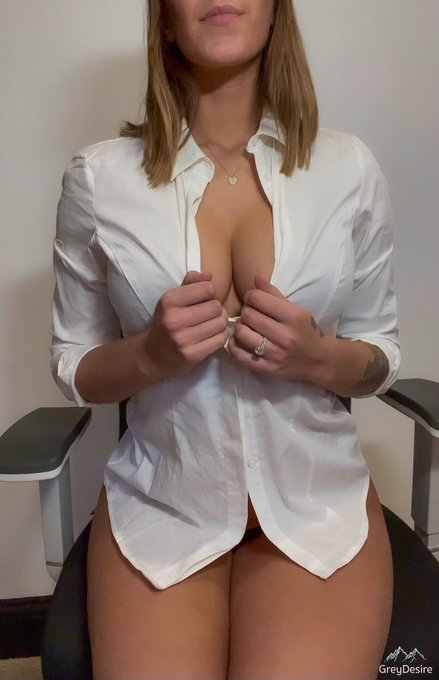 Come into my office.. 😉💋 https://t.co/M4BgylxxHO