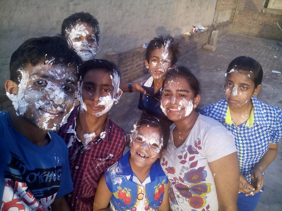 @bharatpeindia #TeamBharatPe  #cricketgoodies  #CheerForTeamBharatPe #ContestAlert #Win #cricketstars #Cricket  I celebrated last year's teacher's day with my students. 😁 Full on excitement 😎  Friends join @abhijain777 @Insane_Guy87 @kavita196 @VirJain32 @JainVijay9945 @VabbyJ @jainpriya24