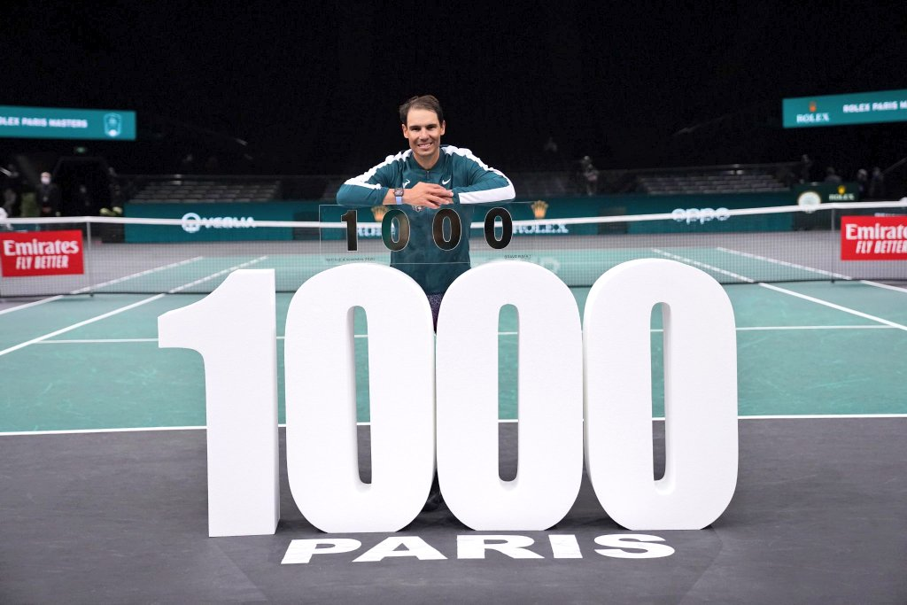 #RafaNadal beat Feli Lopez 4-6,7-6(5),6-4 at #RolexParisMasters to become the 4th #ATP tour player to earn 1,000 Open Era singles wins joining Connors(1,274), #Federer(1,242) and Lendl(1,068). The 34-year-old earned his maiden tour-level win at home in Mallorca in 2002. #Rafa1000