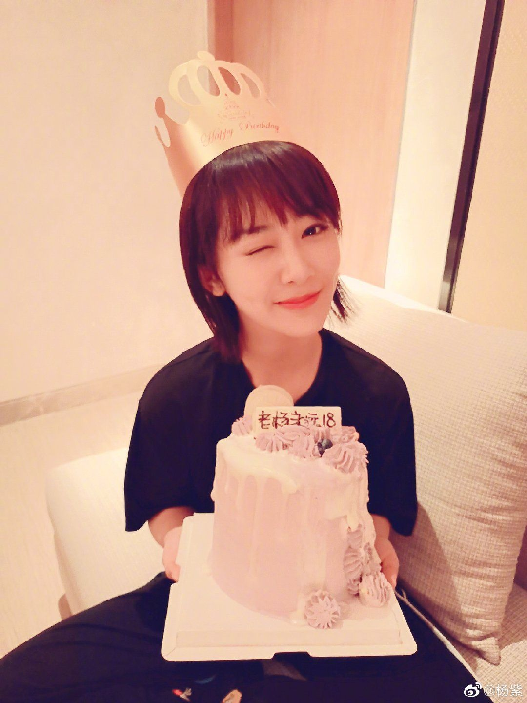 Yang Zi celebrates her 28th birthday with a new weibo selfie