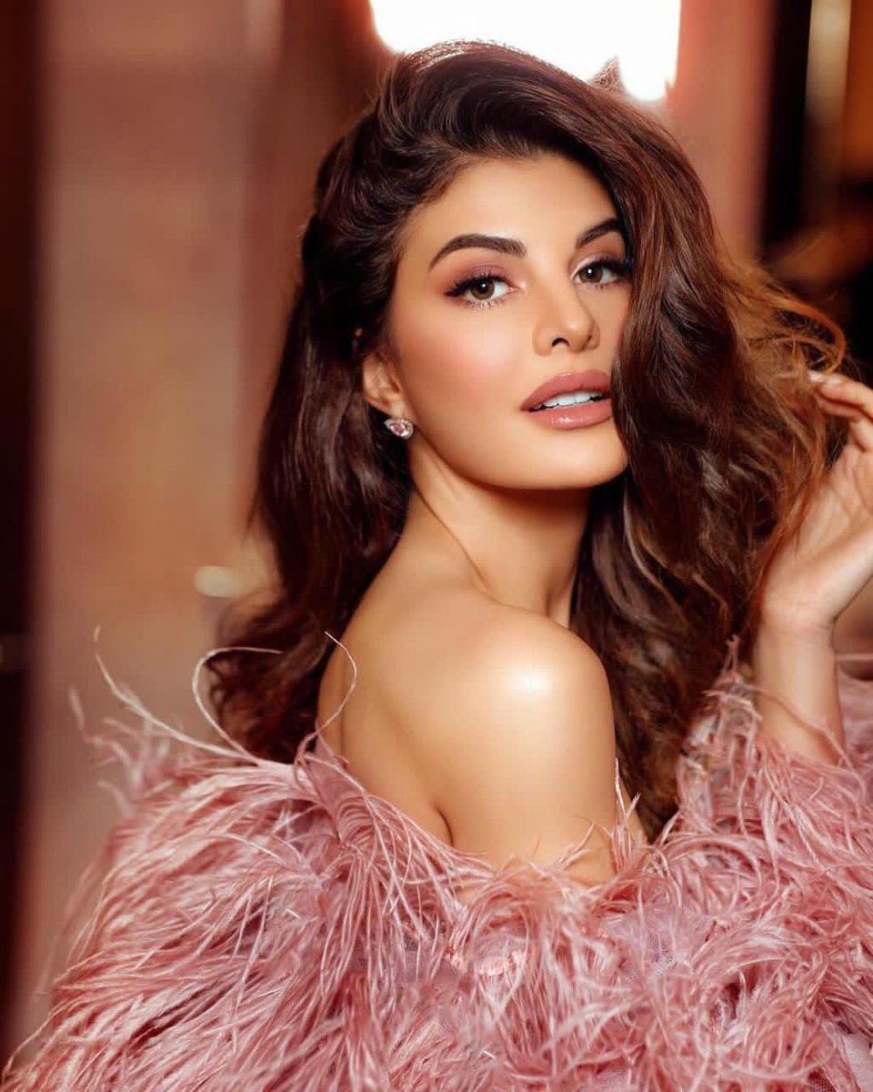 Clearly looks like #JacquelineFernandez is on a roll ! @jacquelinef143 has her kitty full with 3 big projects. She's clearly working tirelessly and has an exciting line-up to look forward to ! @NewsX